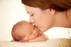 mom-kissing-newborn-son